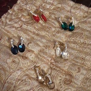 Jewelry - Women's earring bundle.